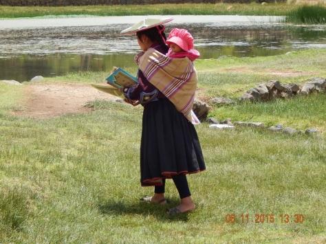 Senhora com Livros.