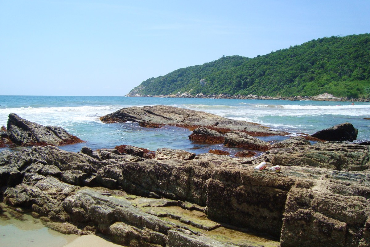 BRASIL, S.C. - Praias em Bombinhas: Sepultura e Retiro dos Padres, Dentre Outras.